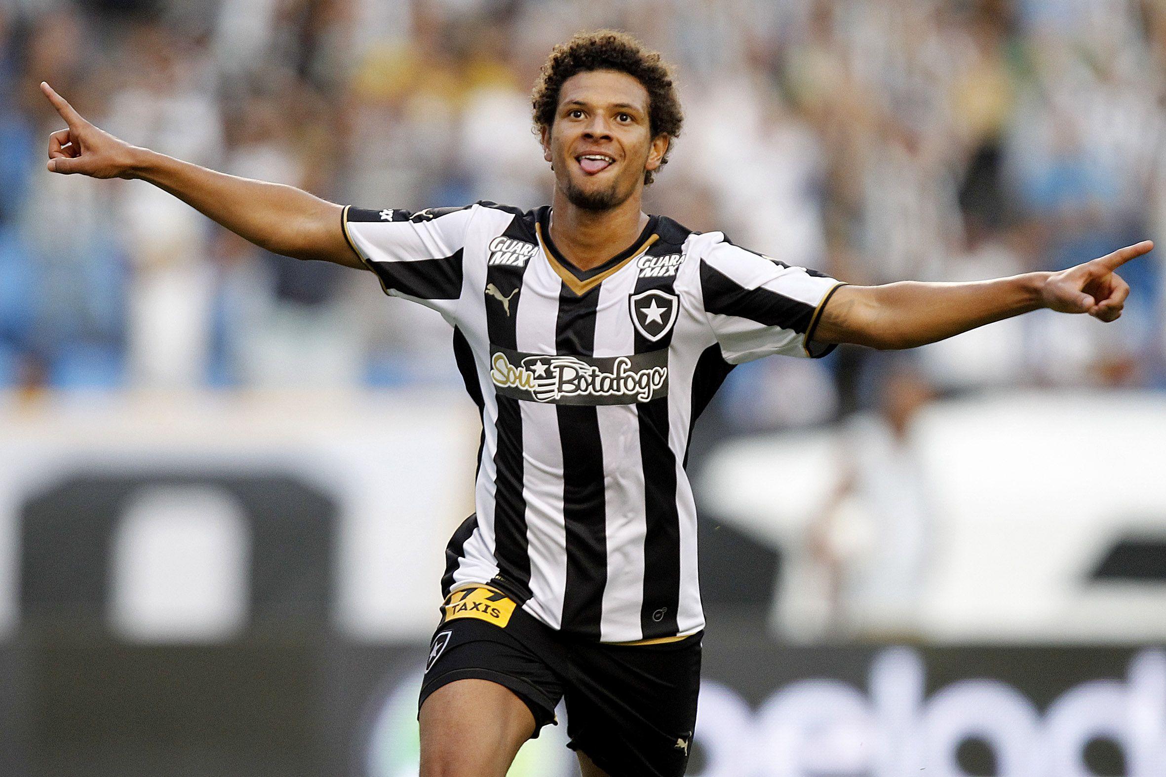 """Volante artilheiro, Arão se reinventa no Botafogo com jogo """"limpo e bonito"""" #globoesporte"""