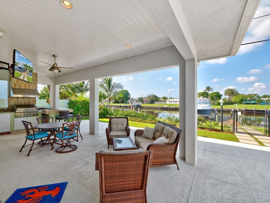 5 Star 5 Bedroom Waterfront Paradise Houses For Rent In West Palm Beach Renting A House Vacation Rental Patio Umbrella