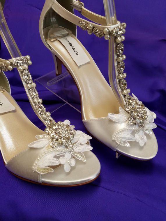 Size 8 White Wedding Shoes Mid Heels Vintage Stylepeep Etsy Wedding Shoes Mid Heel Wedding Shoes Beautiful Wedding Shoes