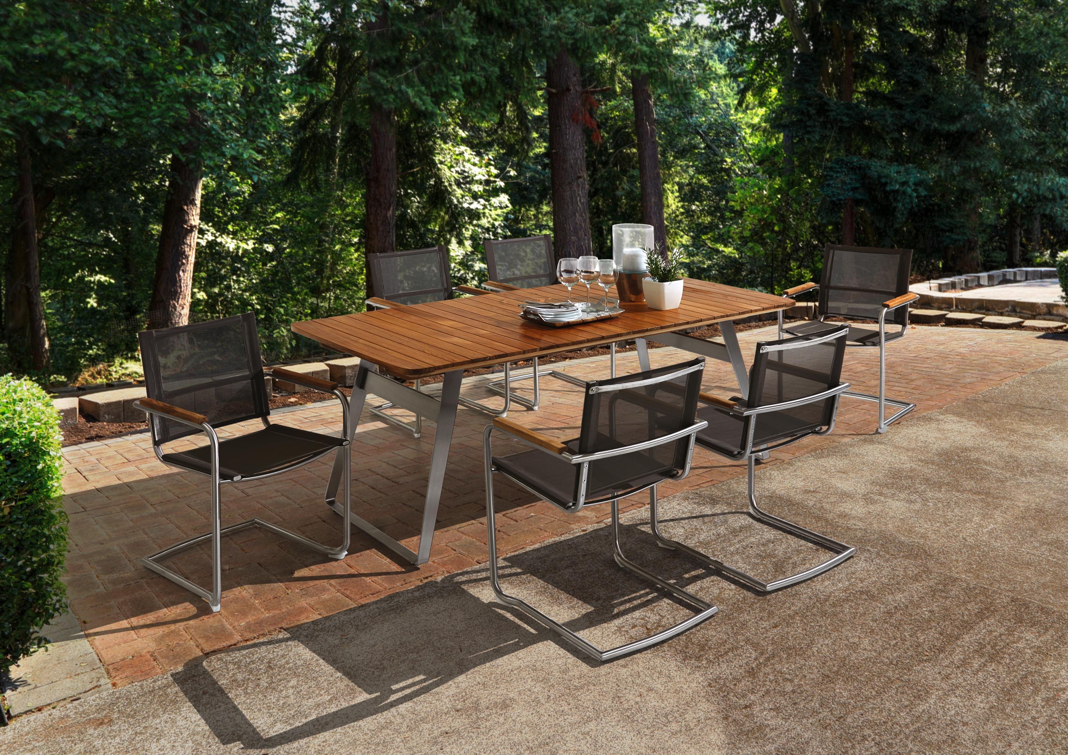 Im Einklang Mit Der Natur Ein Gartentisch Mit Einer Tischplatte