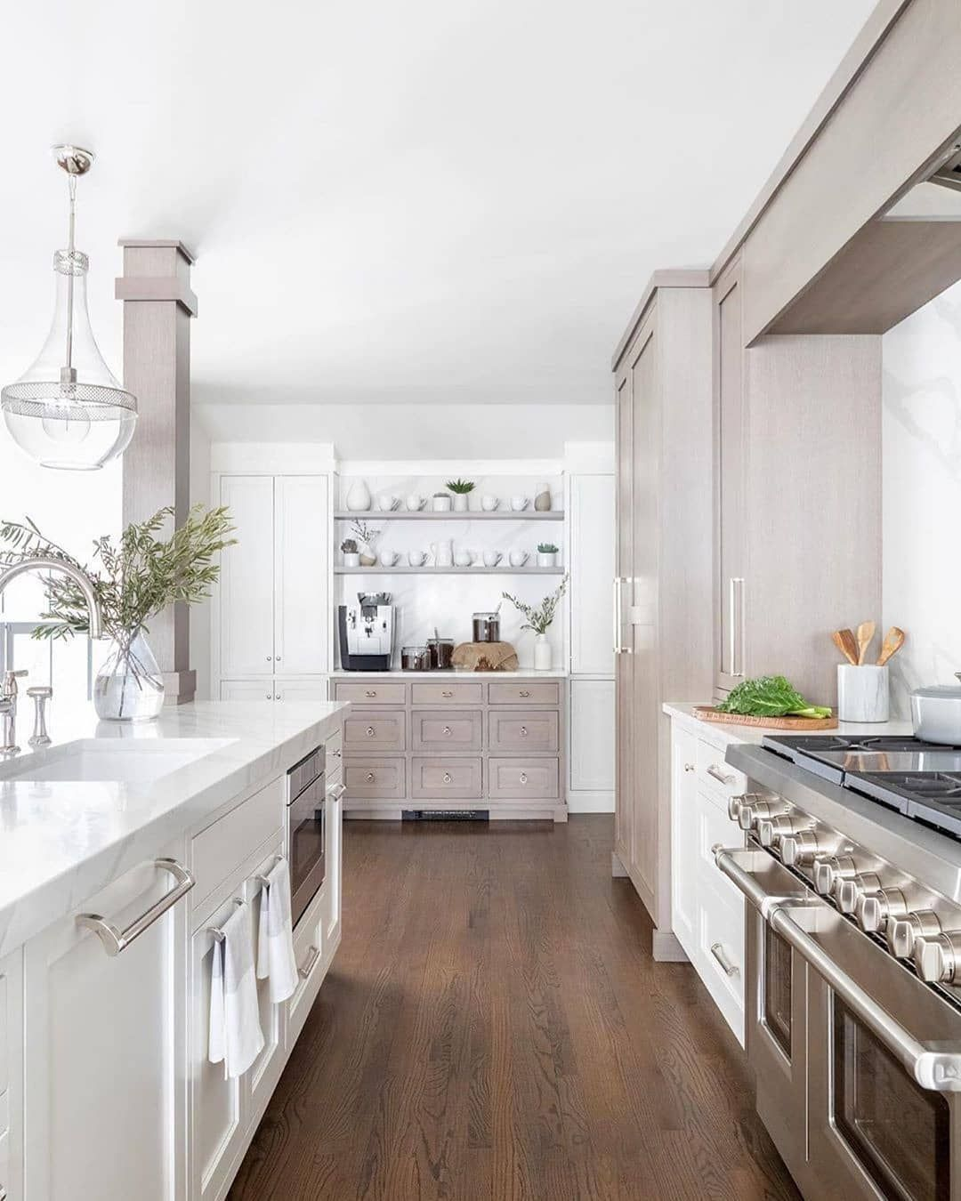 Hudsonvalleylighting S Hagen Pendant Is A Lovely Accessory In Jkinteriorliving S Bright And Airy Kitchen Its B Grey Kitchen Walls Brown Kitchens Home Decor