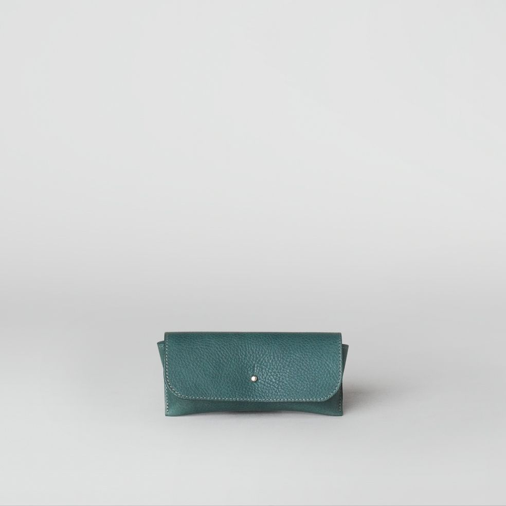 leather glasses case in green/mint | ally capellino.