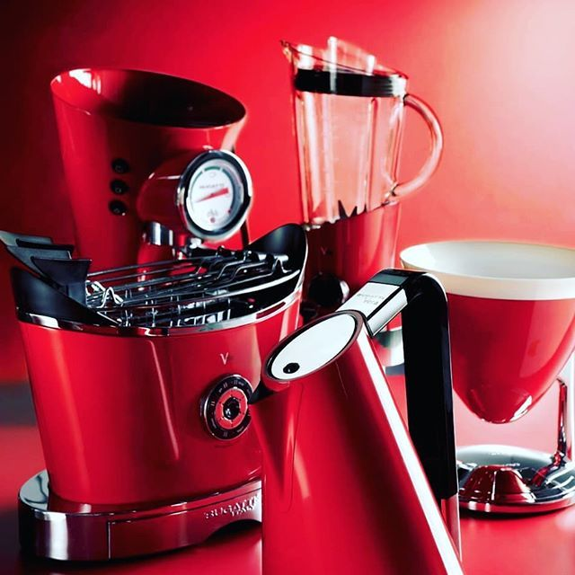 🇬🇧 Red passion in Bugatti kitchen appliances. <> 🇪🇸 Rojo pasión ...