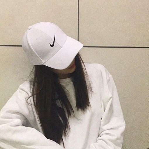 1fdd2f03ff57f Pinterest  lecelinalee ♚ White Baseball Cap Outfit