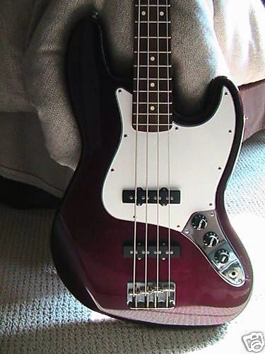 Fender Jazz Bass in Midnight Wine.