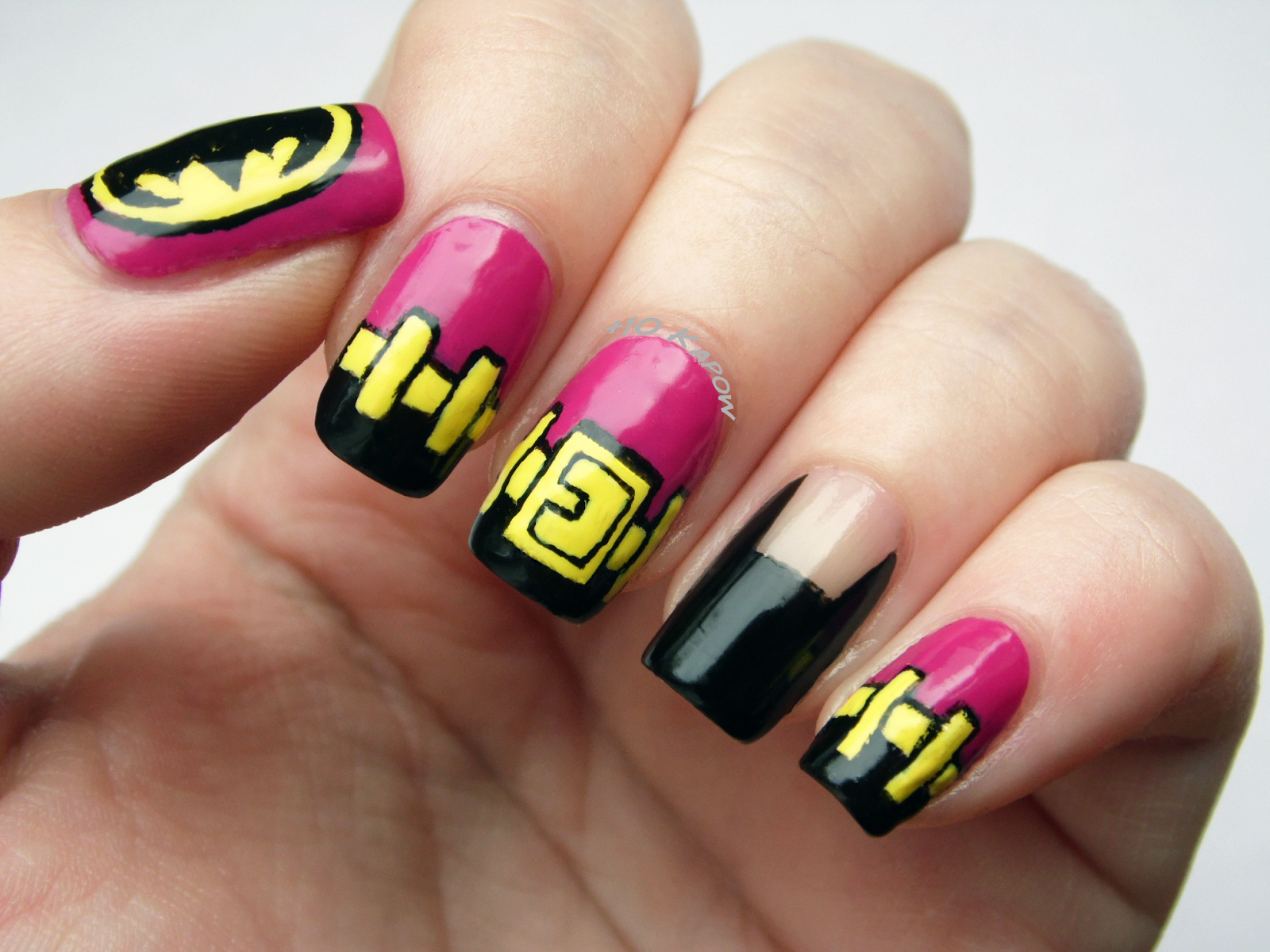 Plus10Kapow: Nail Art #comicsnailsdesign in 2020 | Batman ...