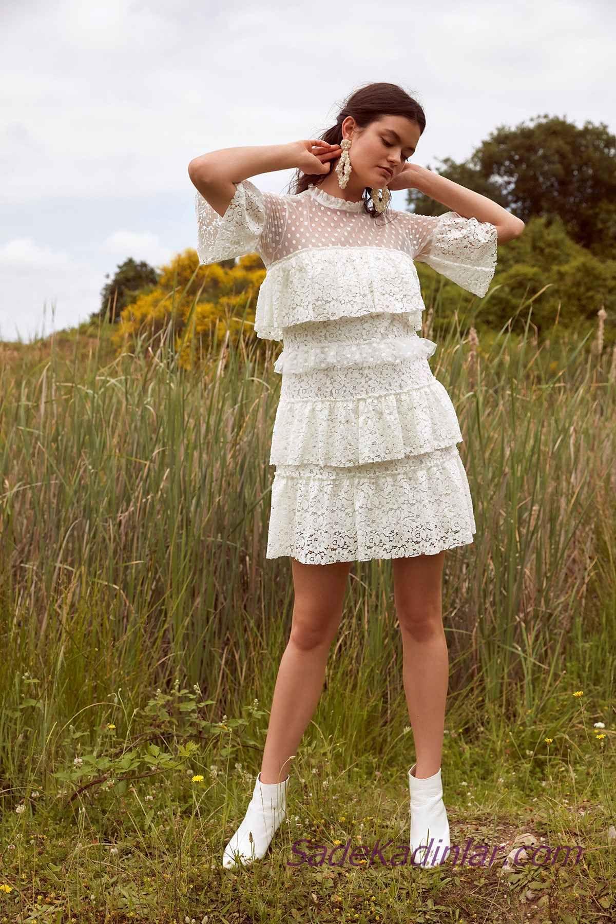 786336c9e7457 En Güzel 2019 Beyaz Elbise Modelleri Kısa Kapalı Fırfırlı Yaka Kısa ...