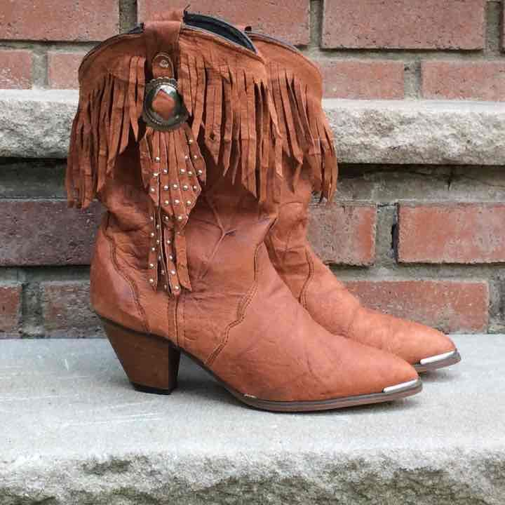 Vintage fringed leather Cowboy boots with silver conch. Size 7 M Gently worn vintage. / Natural rustic Patina    I am Happy To bundle by offering 15% off 2  items 20% off 3 items and 25% off 4 or more items. $6 shipping for under 5 lbs. If the weight is 5 -10 lbs for bundled items the shipping rate will be $9  over 10lbs the Shipping rate is $15
