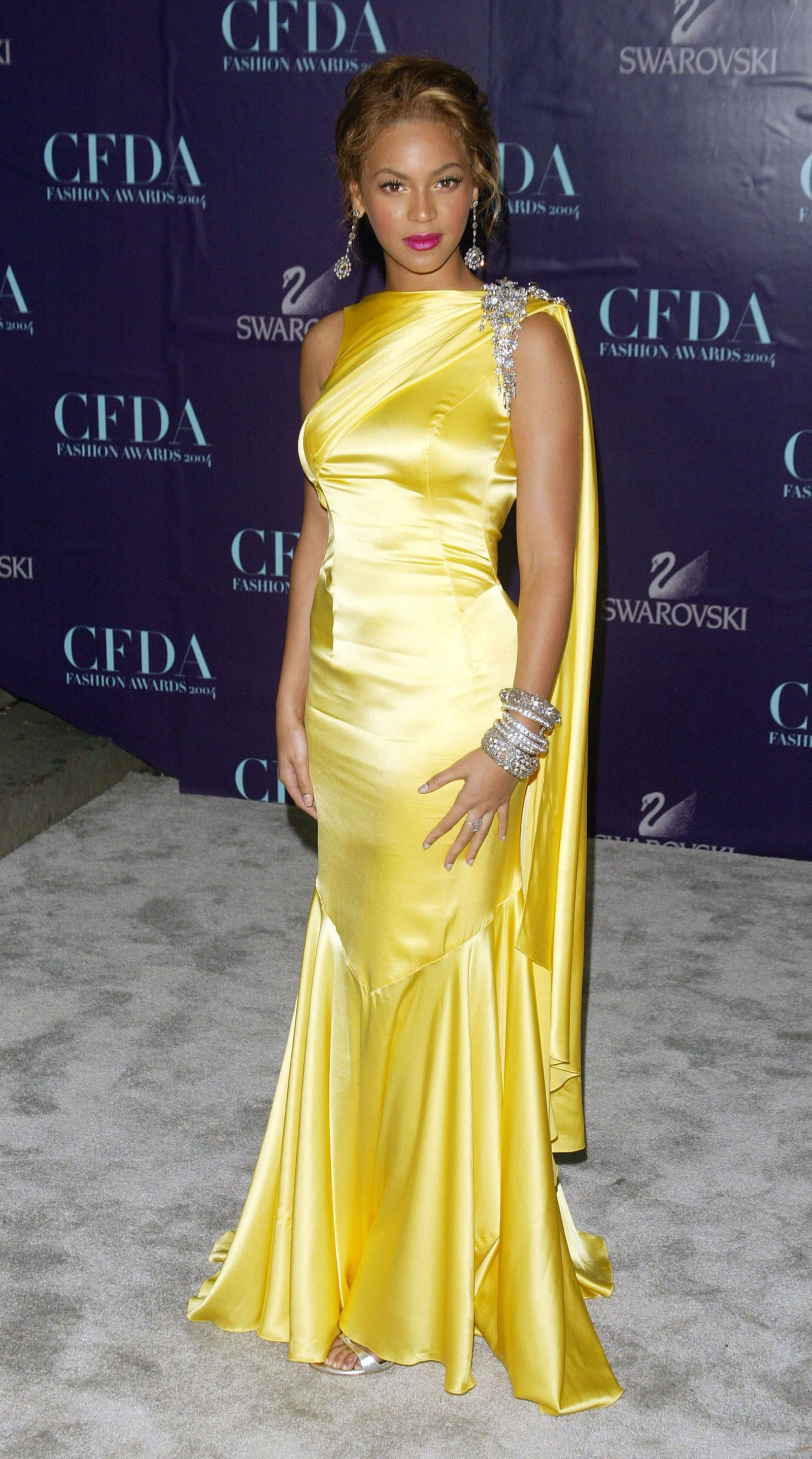 Beyonce Wins The Cfda Style Icon Award Dresses Beyonce Yellow Dress Yellow Dress [ 2875 x 1600 Pixel ]