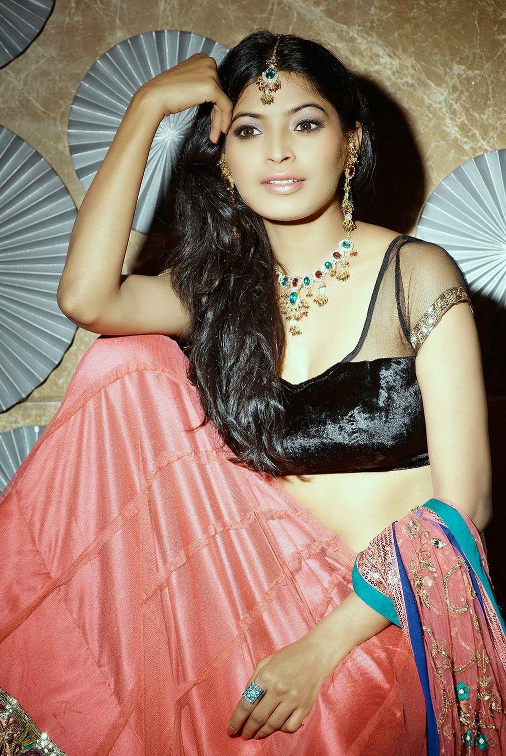 Sanchita shetty hot navel and backless hq photos