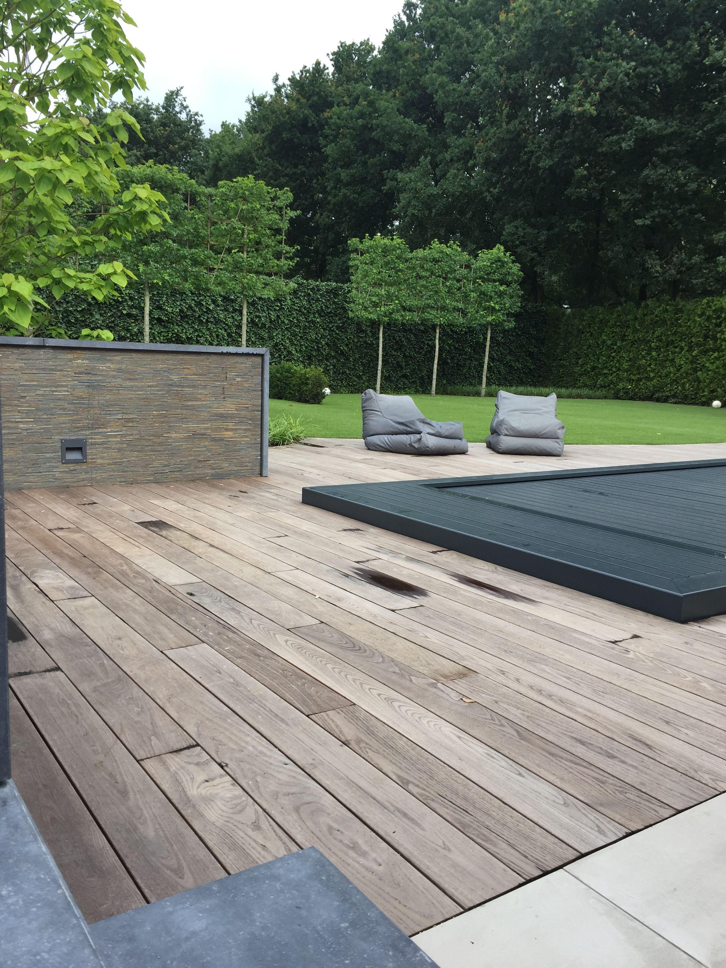 Thermo essen planken duurzaam en combineert mooi bij de for Ondergrond zwembad tuin