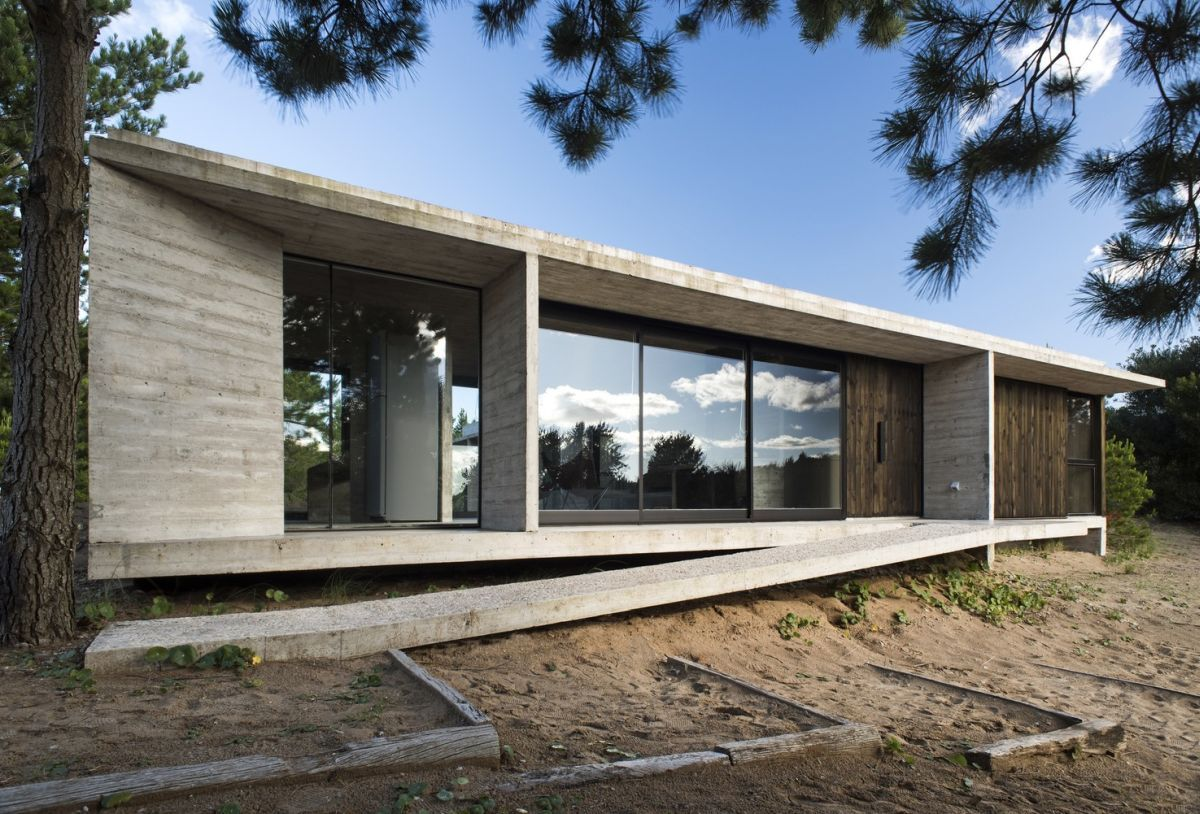 The Flat Roof House An Ancient Style Turned Modern Architecture Architecture House Concrete Houses
