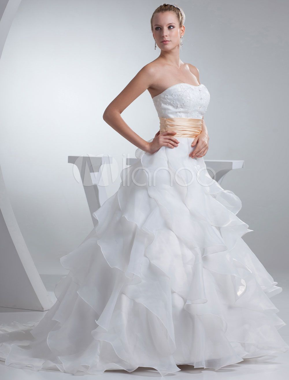 Strapless Wedding Dress A-Line Satin Beading Sash Pleated Organza Ruffles Chaple Train Bridal Dress