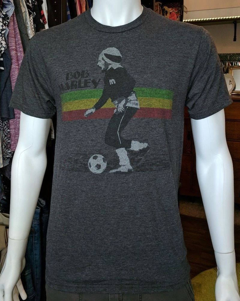 ba039d43af7 Bob Marley Playing Soccer Men's T-Shirt Zion Small S Football vintage look  * #ZionRootswear #GraphicTee