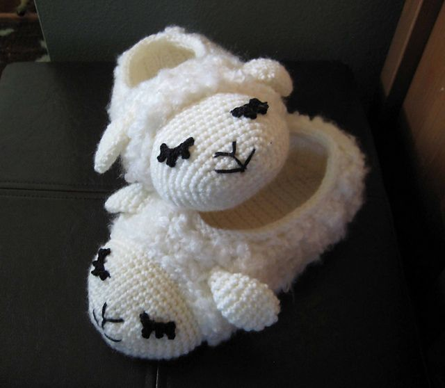 Sheepy Slippers!! free pattern for adult sizes at: http://www ...