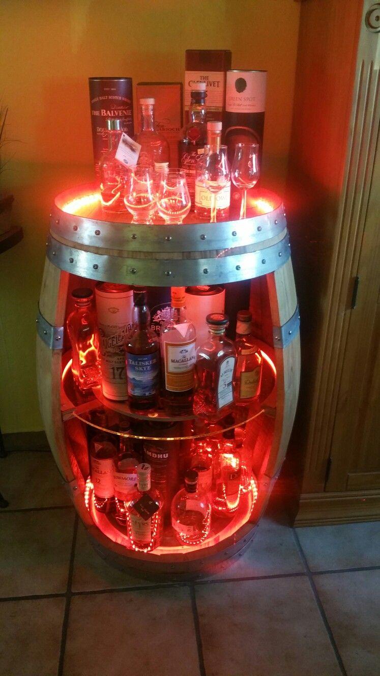 Hier Meine Eigene Selbst Entworfene Whisky Fassbar 225 Liter Eichenfass Der Mittlere Und Untere Glasbode Wine Barrel Furniture Diy Home Bar Barrel Furniture