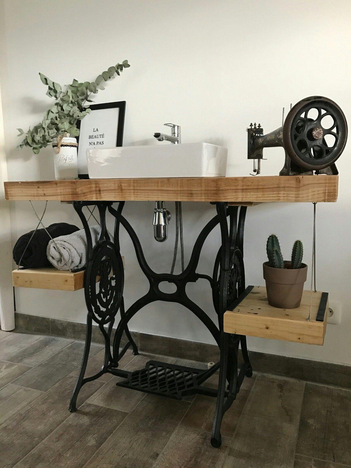 meuble de salle de bain a partir d une machine a coudre. Black Bedroom Furniture Sets. Home Design Ideas