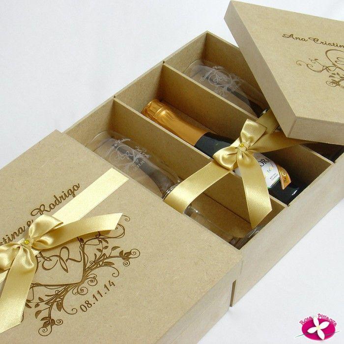 Brindes Personalizados Kit Duplo de taças e mini espumante em caixa de MDF Cru personalizada Chinelos - Taças - Copos - Canecas - Kits