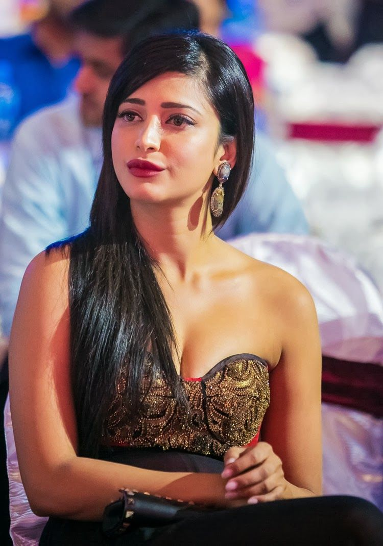 Shruti Hassan awesomely at SIIMA Awards 2013