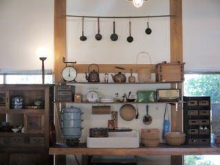 白椿本館 1F玄米食カフェと古道具 白椿