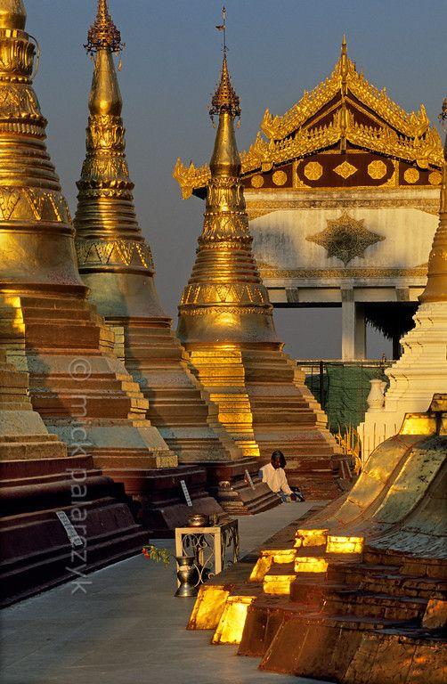 Myanmar:The terrace around the Naungdawyi Stupa.