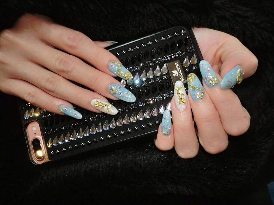 39 Glamorous New Year Nails Art Ideas For You To Try Blue Nails