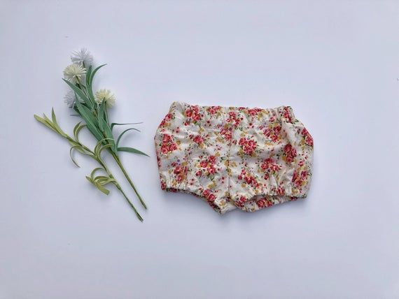 Upcycled baby bloomers// floral bloomers// baby shorts// cotton bloomers// toddler shorts// toddler bloomers// bloomers for girl// recycled #toddlershorts