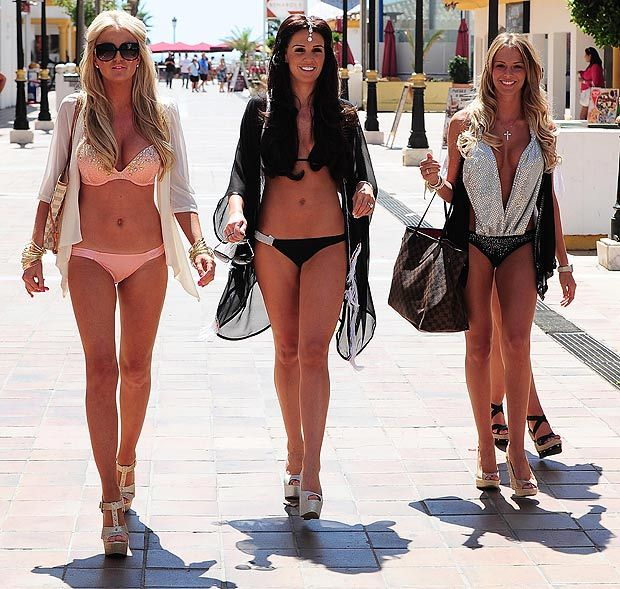 20b313dab4546 Might as well get some ideas for VEGAS in JUNE! Pool Party Fashion, Pool