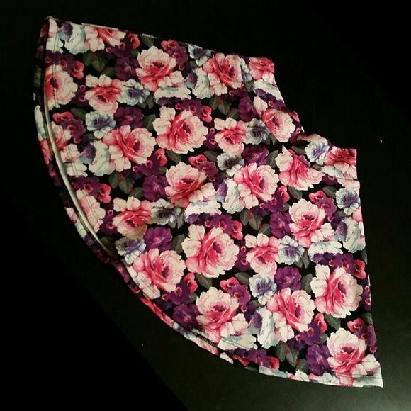 Floral skater skirt Pink, purple, & white floral skater skirt Small NWOT Charlotte Russe Skirts Circle & Skater