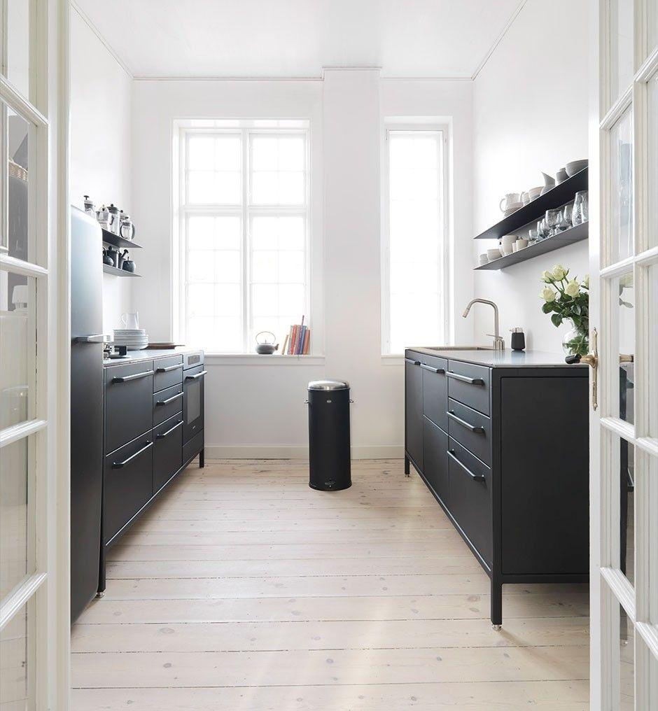 vipp k kken taarb k danmark wohnen pinterest k chen ideen k che schwarz und k che diy. Black Bedroom Furniture Sets. Home Design Ideas