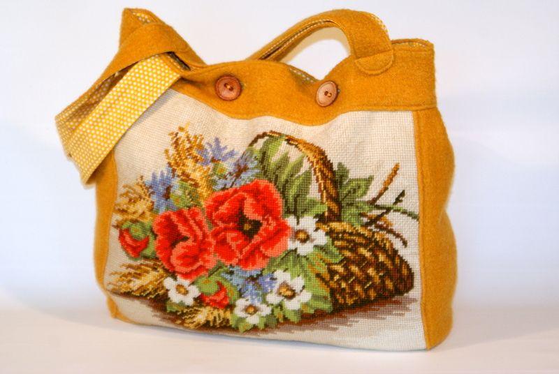 friedchensshop.dawanda.com: shopper in maisgelb. Auf der Vorderseite ist ein wunderschönes altes Gobelin Bild mit einem Blumenkorb aufgenäht. Das Gobelin Bild wurde in liebevo...
