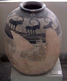 Vasija de cerámica datada en el cuarto milenio a. C. de la colección ...