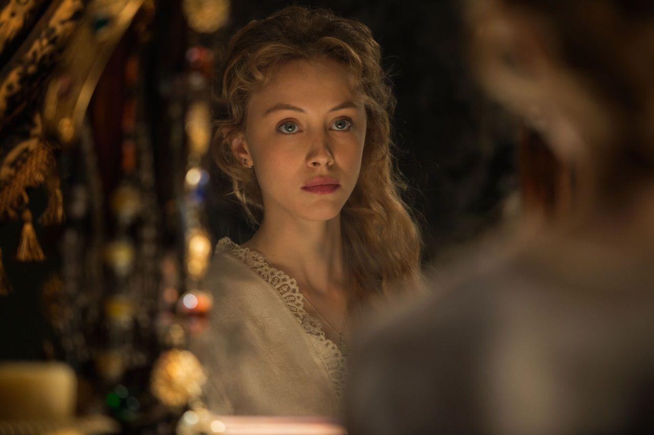 HugeDomains.com | Dracula untold, Sarah gadon, Dracula