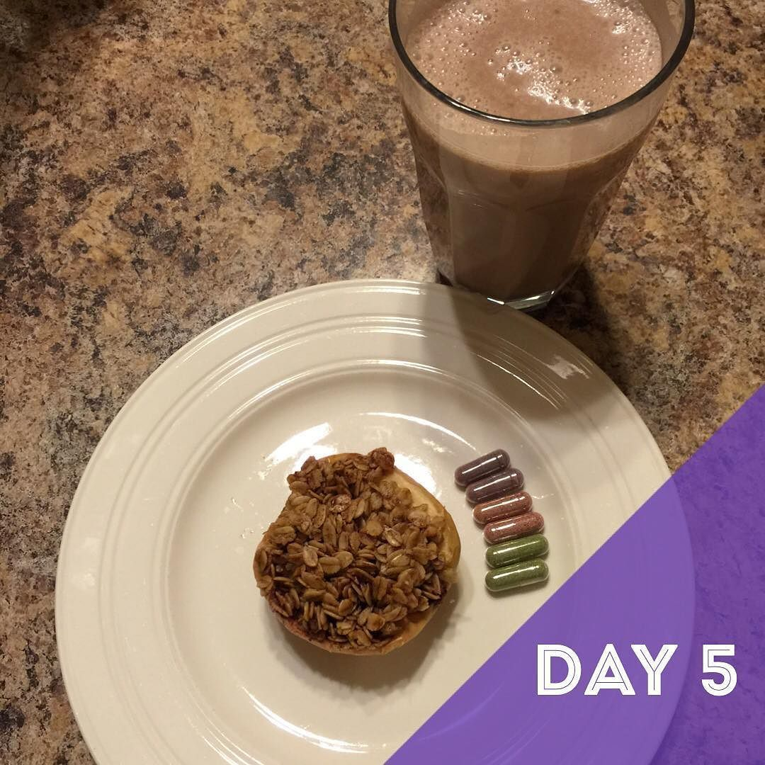 When you can have leftover dessert for breakfast and it still fit into #10dayshred guidelines has me like  AND yes I realize I skipped Day 4...it was a Saturday and have kids and can't take pictures of everything I eat.  Loving how I'm feeling. Half way through our challenge. Happy Sunday  #dietitianlife #rdeats #rdhouse #dietitian #eatrealfood #wholefood #foodmatters #dietitiankitchen #healthychoices #instafood #igfood #bakedapples #fruitsandveggies