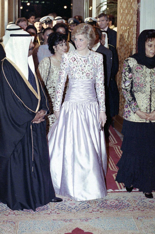 David Emanuel Designed Diana Dress Expected To Fetch 80 000 Princess Diana Lady Diana Diana