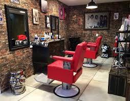 Resultado de imagem para lojas dentro da barbearia thiago