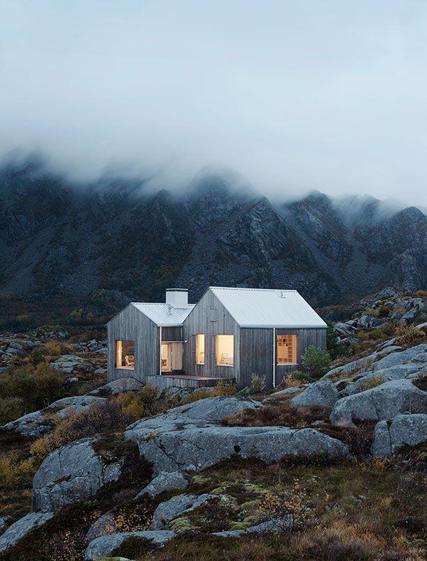 Preciosa imagen de una #casa de #madera en las #montañas | www.casasdemaderaymas.com