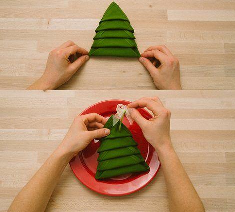 Servilleta con forma de rbol para decorar la mesa de - Como decorar una mesa de navidad ...