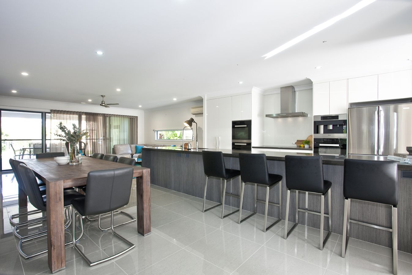 Gloss Matt Wood Kitchen Finishes: High Gloss 2 Pac Finish To Kitchen In Dulux Natural White