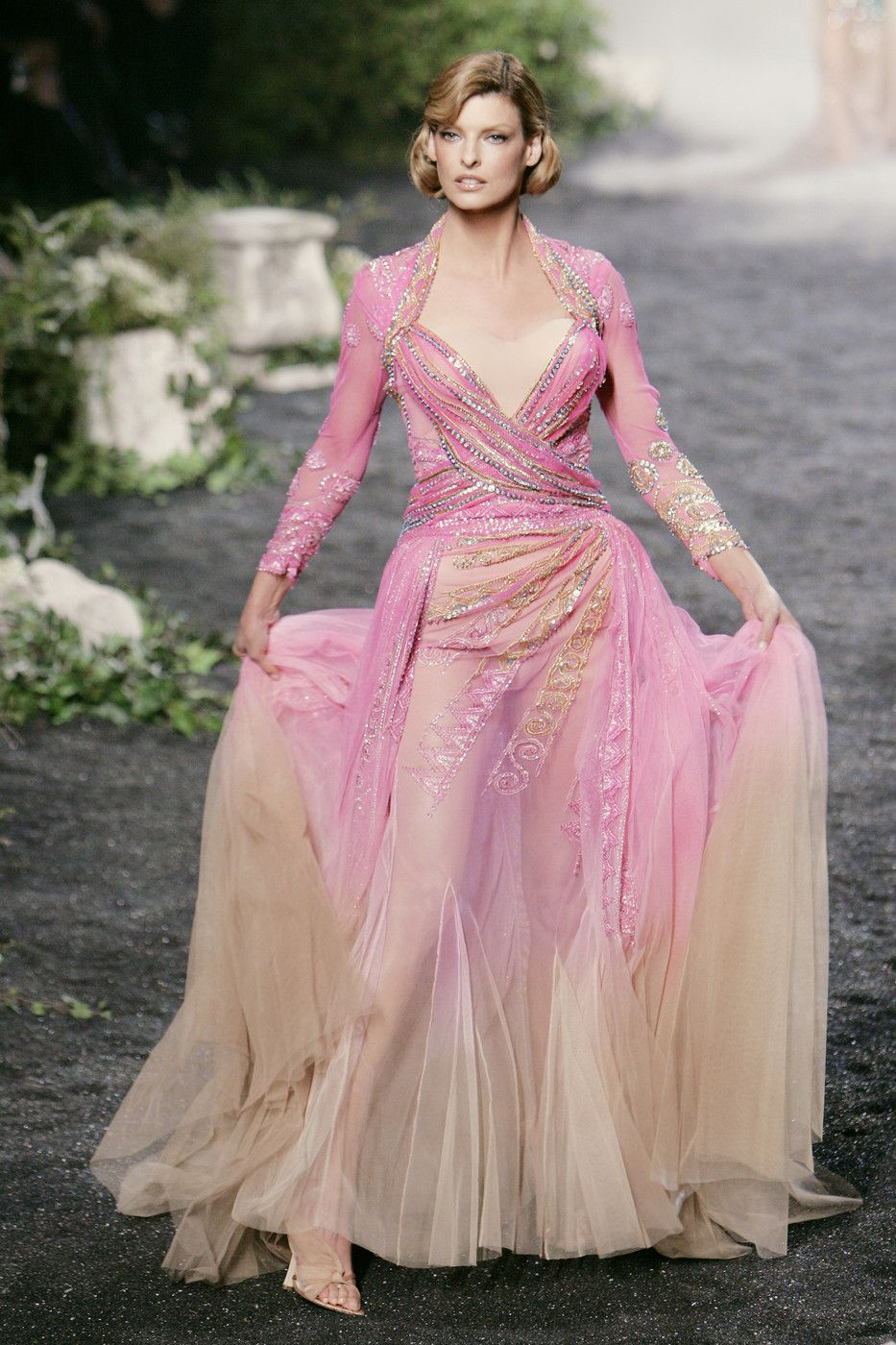 Linda Evangelista on the runway for the Fall 2005 show. | Dior Haute ...