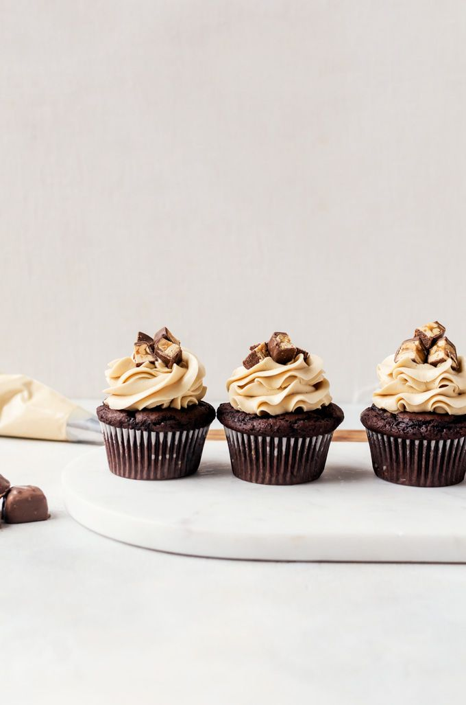 Rich, fudgy snickers cupcakes that everyone will love. Moist chocolate cupcakes filled with caramel peanuts and topped with salted caramel frosting