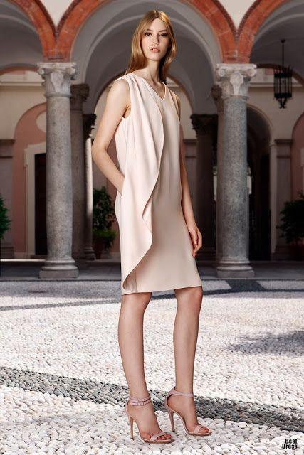 Mujeres altas con vestidos cortos
