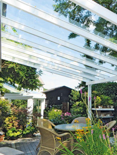 Dach Mit Durchblick Die Herrlich Durchscheinende Glas Pergola Wirkt Wie Ein Offener Wintergarten Die Fili Gartengestaltung Glasdach Terrasse Wintergarten Holz