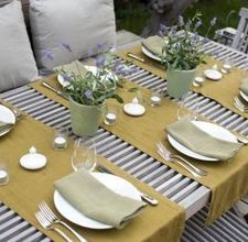 How To Use Table Runners Ehow Dinner Party Table Settings Dining Table Runners Dinner Table Decor