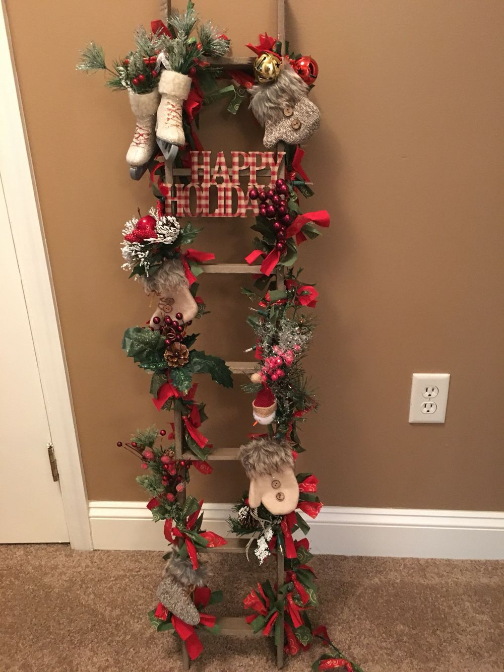Tobacco Stick Ladder Decorated For Christmas Echelles Pinterest Tobacco S Christmas Tree Decorations Christmas Wreaths Vintage Christmas Tree Decorations