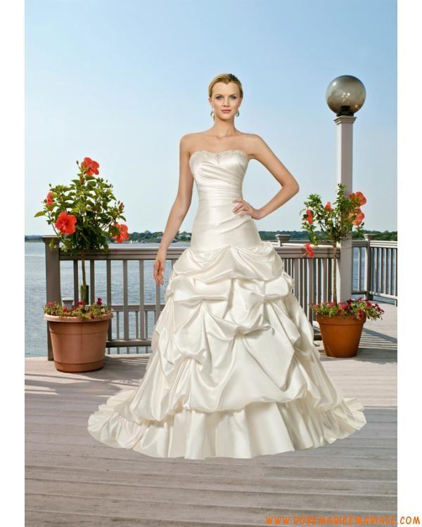 robe de mariée en taffetas fourreau blanche lacets