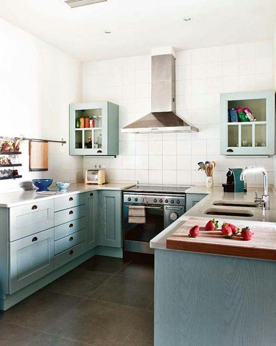 weiße quadratische Fliesen Küche in Aquamarin Wand Vitrinen | Ideen ...
