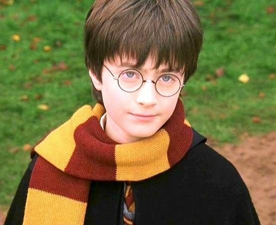 Daniel-Radcliffe-in-Harry-Potter-and-the-sorcerer-stone.jpg (550×448)