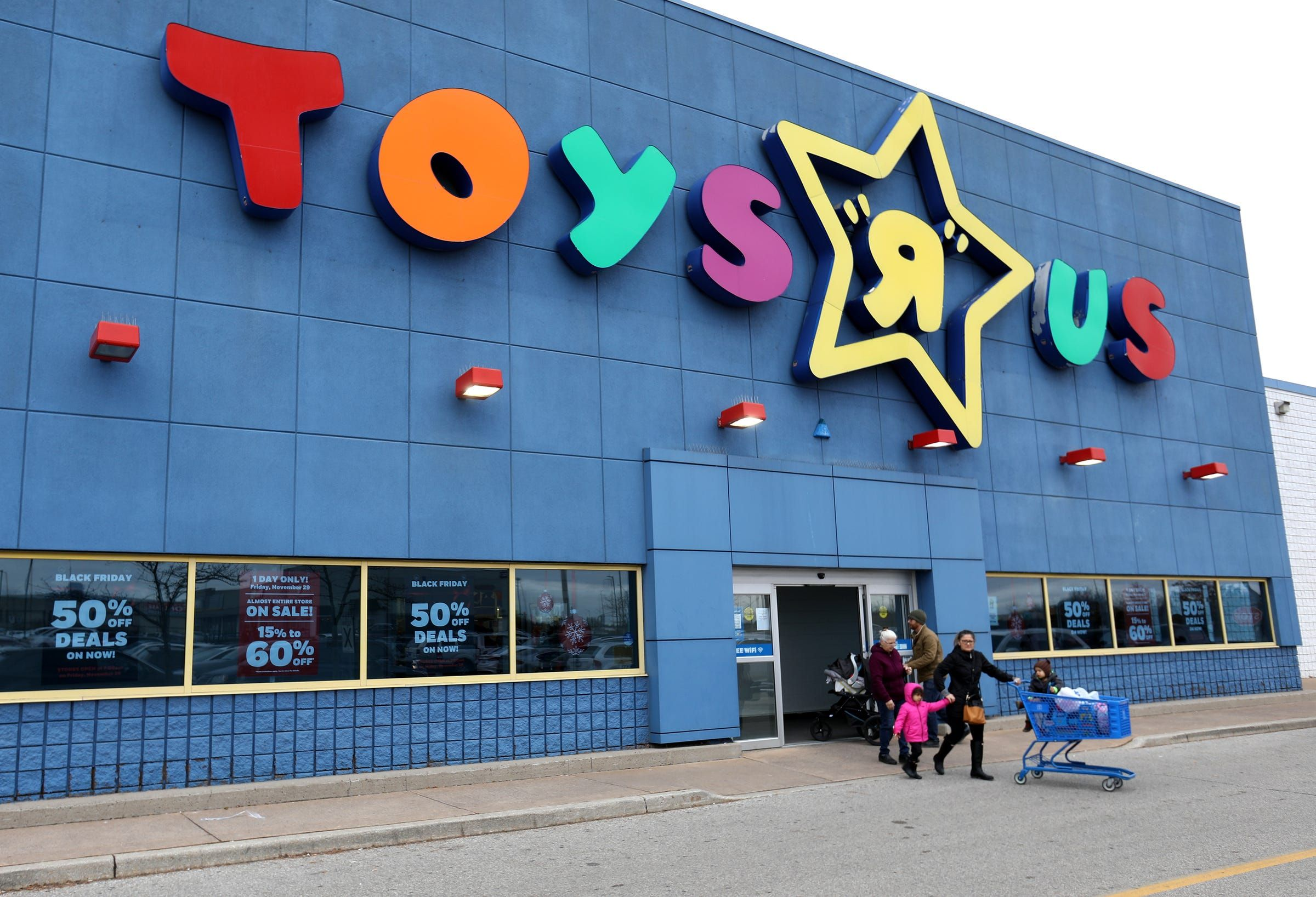 Michigan Shoppers Are Realizing That Toys R Us Still