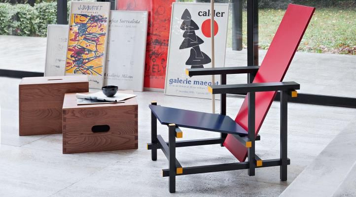 Interieur Inrichting Galerie : Red and blue chair by cassina master meubel design meubelen en